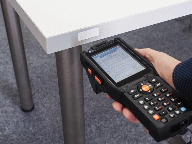 Inwentaryzacja majątku chipami RFID i kolektorem danych RFID